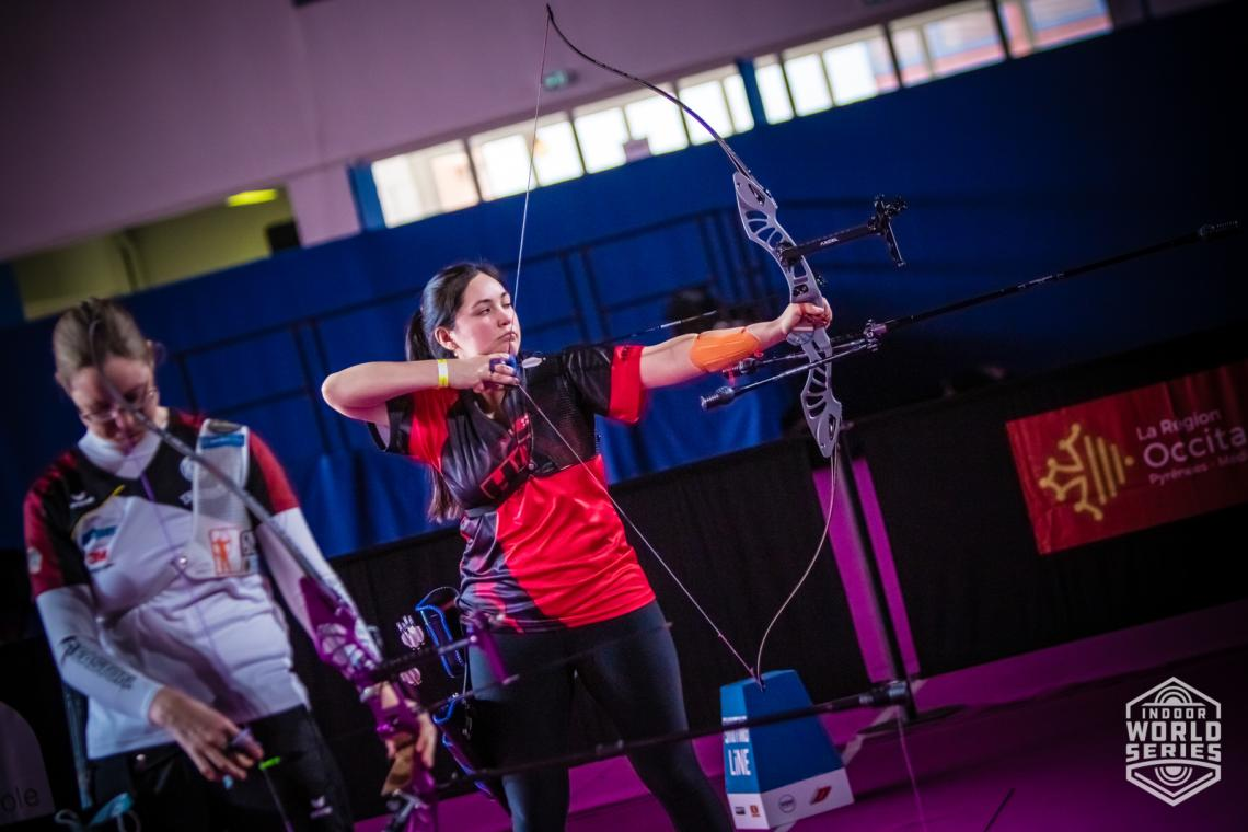 Gaby Schloesser aims during the finals at the Sud de France – Nimes Archery Tournament in 2021.