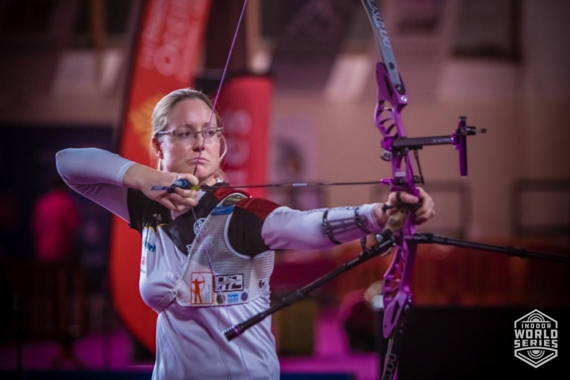 Lisa Unruh aims during the finals at the Sud de France – Nimes Archery Tournament in 2021.