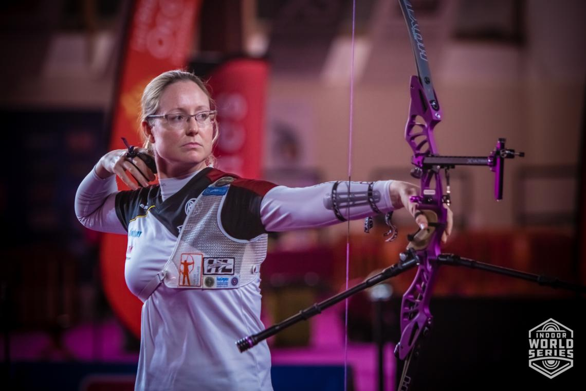 Lisa Unruh shoots during the finals at the Sud de France – Nimes Archery Tournament in 2021.