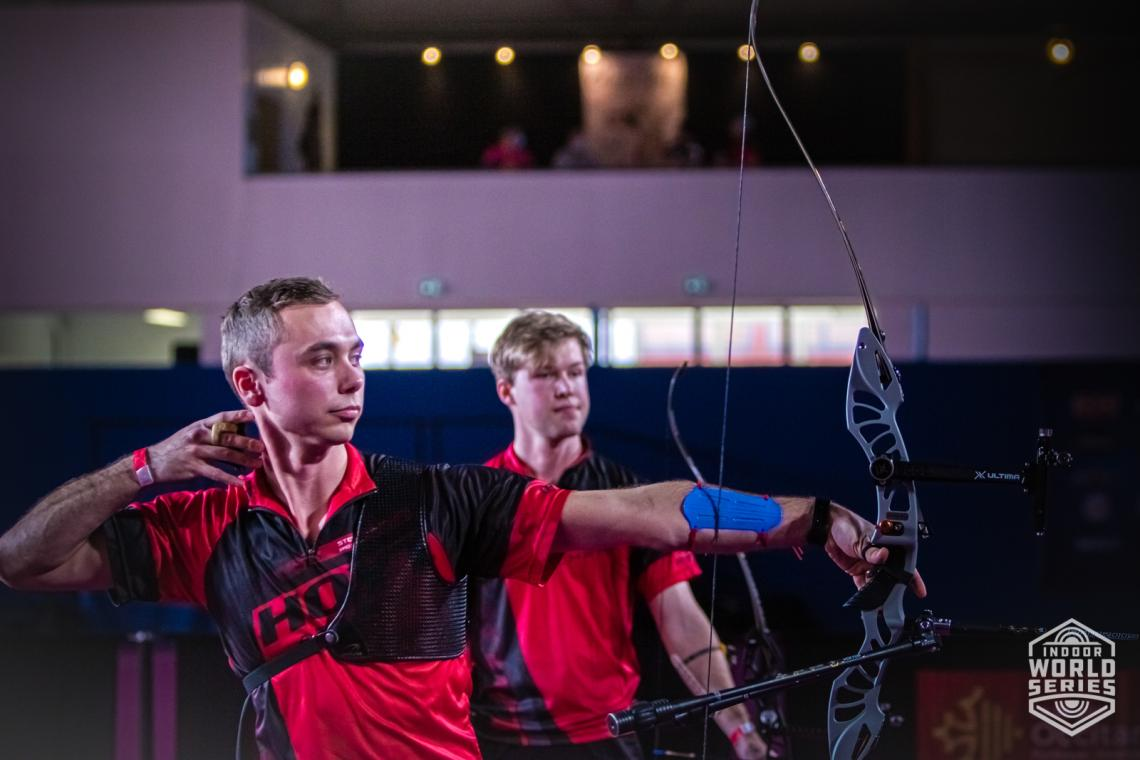 Steve Wijler shoots during the finals at the Sud de France – Nimes Archery Tournament in 2021.