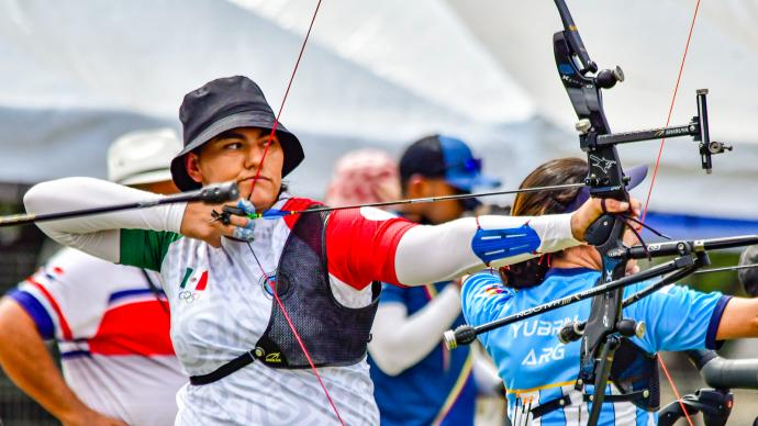 Alejandra Valencia shoots during the Pan American Championships in 2021.