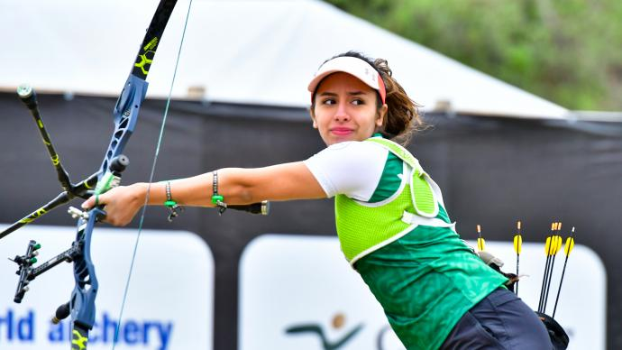 Valentina Vazquez shoots during finals at the Pan American Championships in 2021.
