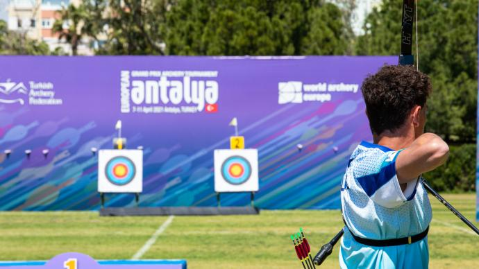 Nicholas D'Amour shoots at the 2021 European Grand Prix in Antalya.