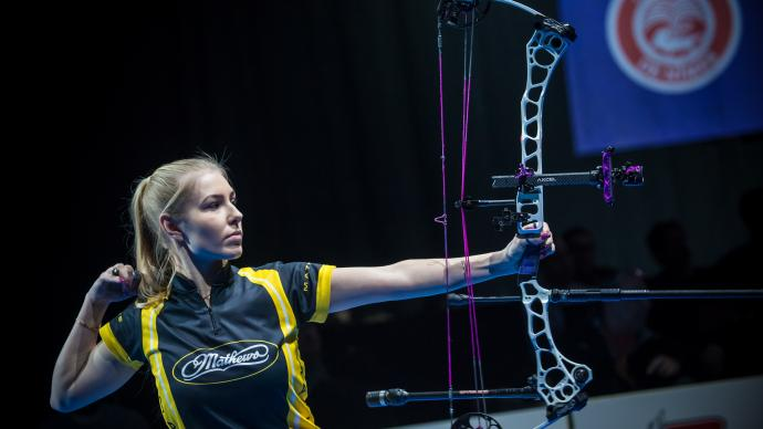 Lisell Jaatma shoots during the compound women's final at the Nimes Archery Tournament in 2021.