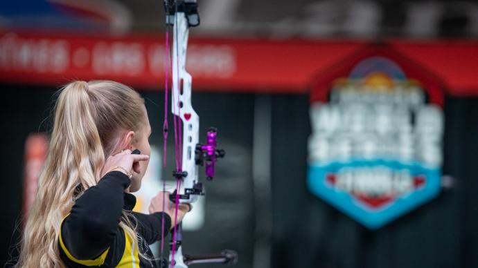 Lisell Jaatma shoots at the Indoor Archery World Series Finals in 2020.