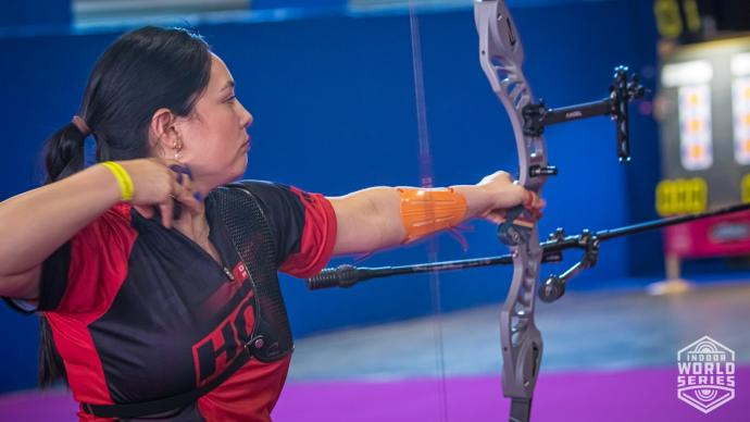 Gaby Schloesser shoots during the Sud de France – Nimes Archery Tournament in 2021.