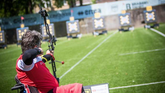Martin Imboden shoots during the World Archery Para Championships in 2019.