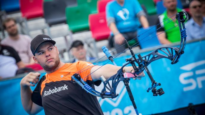 Mike Schloesser shoots during the fourth stage of the Hyundai Archery World Cup in 2019.