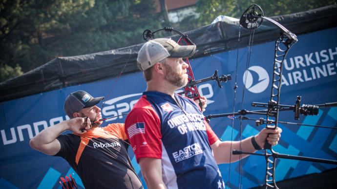 Mike Schloesser and Braden Gellenthien in the compound men's final in Guatemala City.