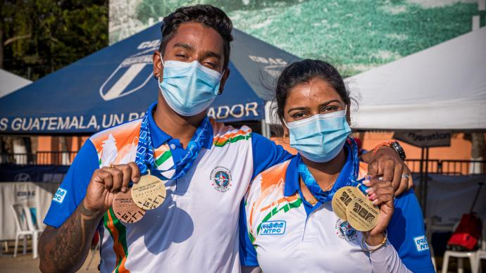Atanu Das and Deepika Kumari pose with their medals after finals in Guatemala City.