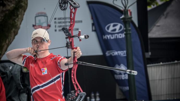 Anders Faugstad shoots during the final at the Hyundai Archery World Cup in 2019.