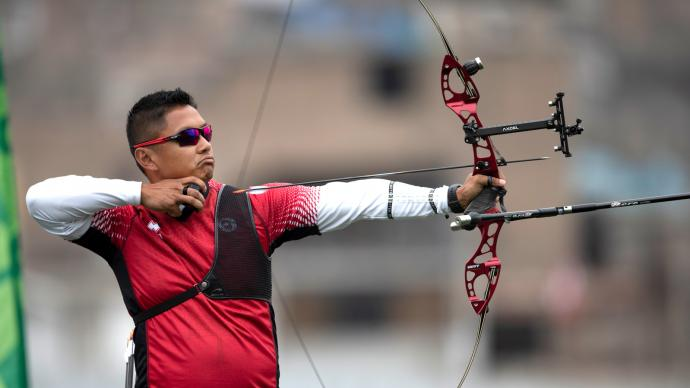 Crispin Duenas shoots at the Pan American Games in 2019.