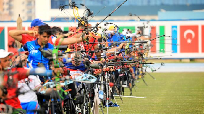 Archers on the line during qualification at the Fazza tournament in 2021.