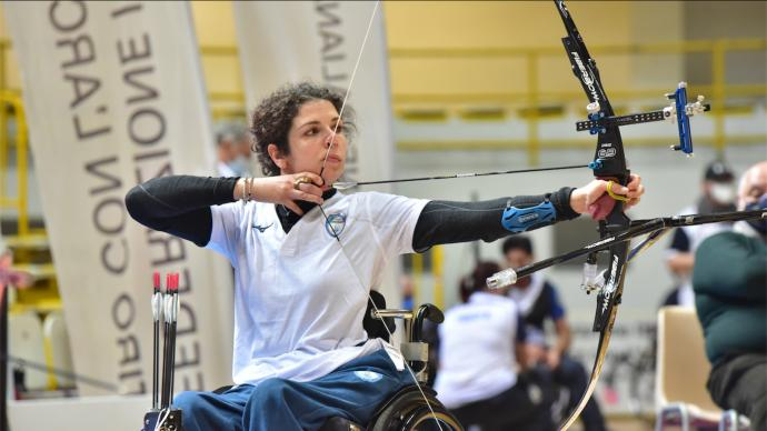 Elisabetta Mijno shoots during the Italian indoor para championships in 2021. (CORSINI/FITARCO)