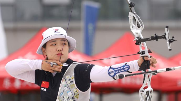 Wu Jiaxin shooting during China's Olympic trials in 2021.