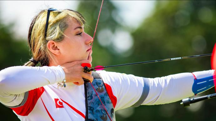 Yasemin Anagoz shoots during qualification at the European Grand Prix in Antalya in 2021.